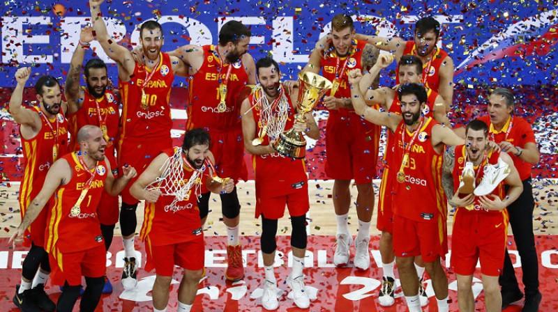 Spānijas izlase svin pasaules čempiones titulu. Foto: Reuters/Scanpix