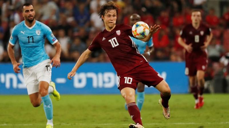 Jānis Ikaunieks spēlē pret Izraēlu. Foto: Reuters / Scanpix