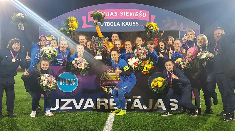 """Kausa ieguvējas """"Rīgas Futbola skola""""."""