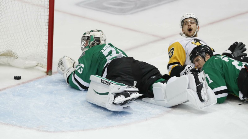 "Teodors Bļugers spēlē pret ""Stars"". Foto: AP/Scanpix"