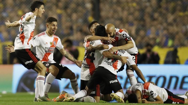 Šoreiz ''River Plate'' nepriecājās, jo finālā neiekļuva. Foto: Natacha Pisarenko/AP/Scanpix