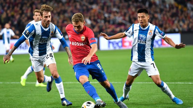 """Fjodors Čalovs Eiropas līgas grupu turnīrā pret Barselonas """"Espanyol"""". Foto: AFP/Scanpix"""