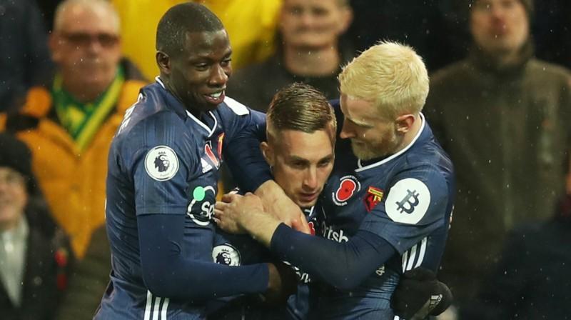 """""""Watford"""" futbolisti apsveic Žerāru Deulofeū. Foto: Reuters/Scanpix"""