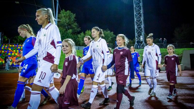 Latvijas izlase pirms spēles pret Islandi / Foto: Nora Krevņeva-Baibakova