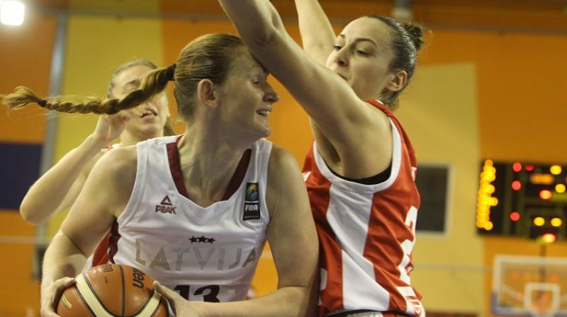 Aija Klakocka spēlē pret Horvātiju. Foto: Oksana Džadana, f64