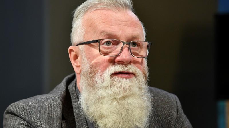 Dainis Dukurs pirmssezonas preses konferencē Latvijas valsts mežu centrālajā birojā. Foto: Romāns Kokšarovs/f64