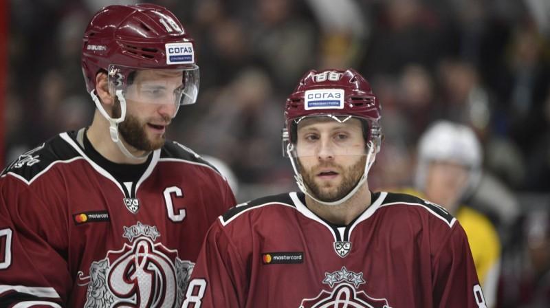 Lauris Dārziņš un Brendons Makmilans Foto: Romāns Kokšarovs/F64