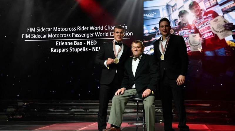 Kaspars Stupelis un Etjēns Bakss, saņemot zelta medaļas. Foto: No sportista personīgā arhīva
