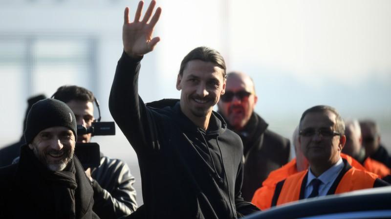 Zlatans Ibrahimovičs pēc ierašanās Milānā. Foto: Daniele Mascolo/Reuters/Scanpix