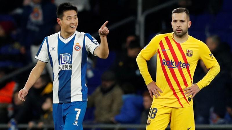 Lei U (pa kreisi) sāka maču uz soliņa, taču kļuva par spēles varoni. Foto: Reuters/Scanpix
