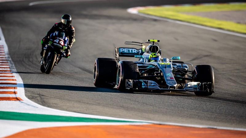 """Rosi testē """"Mercedes"""" F1 auto. Foto: Daimler"""