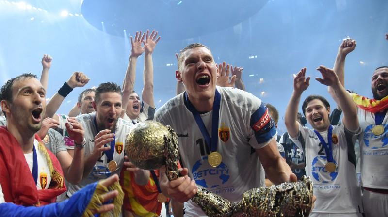 Dainis Krištopāns ar Čempionu līgas kausu. Foto: AFP/Scanpix