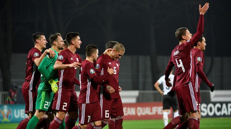 Latvijas futbola izlase. Foto: Romāns Kokšarovs/F64