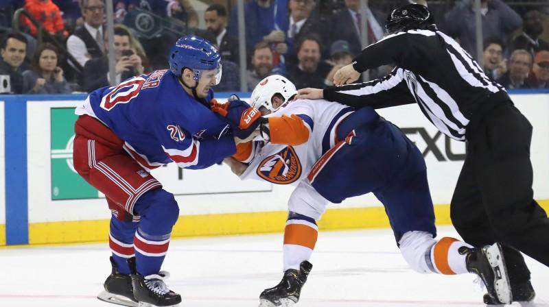 Asumi starp Krisu Kreideru (Rangers) un Broku Nelsonu (Islanders). Foto: Bruce Bennett/AFP/Scanpix