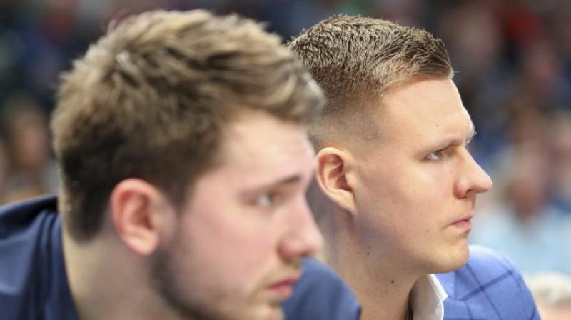 Luka Dončičs un Kristaps Porziņģis. Foto: AP/Scanpix