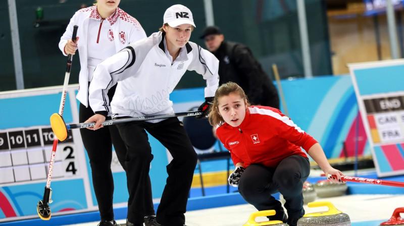 No kreisās: Anna Lasmane, Viljams Bekers (Jaunzēlande), Malina Darosa (Šveice) Foto: WCF/Alina Pavlyuchik