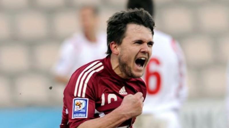 Jurijs Žigajevs atzīmē savus pirmos vārtus izlasē - 2009.gada aprīlī pret Luksemburgu (2:0). Foto: Romāns Kokšarovs, Sporta Avīze, f64