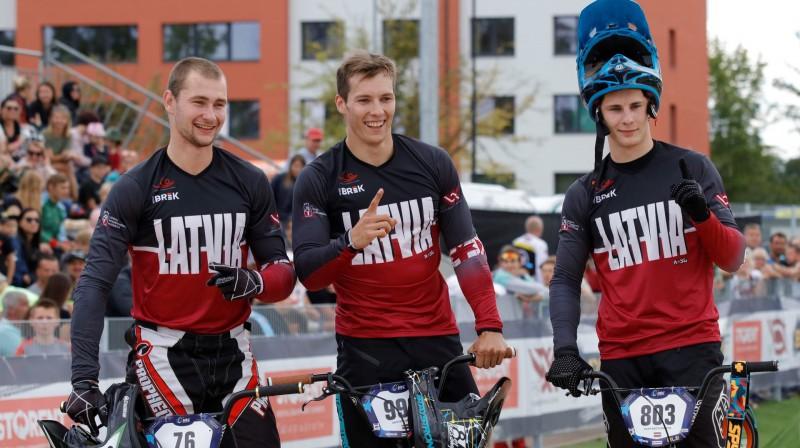 Helvijs Babris, Kristens Krīgers un Filips Rozītis vasarā uzvarēja Valmierā notiekošā Eiropas čempionāta komandu sacīkstē. Foto: eurobmx2019.eu