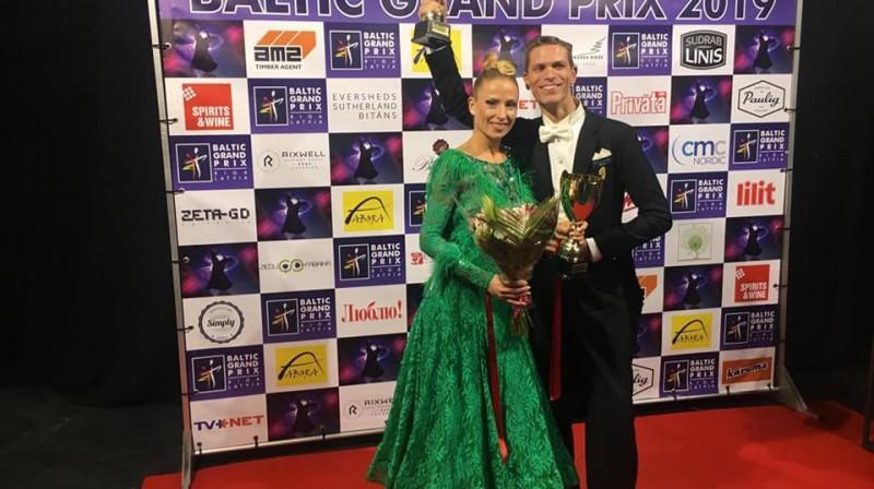 """Marko Ricoto un Alīna Kļonova pēc uzvaras """"Baltic Grand Prix 2019"""" Senioru I grupā. Foto: no pāra personīgā arhīva."""