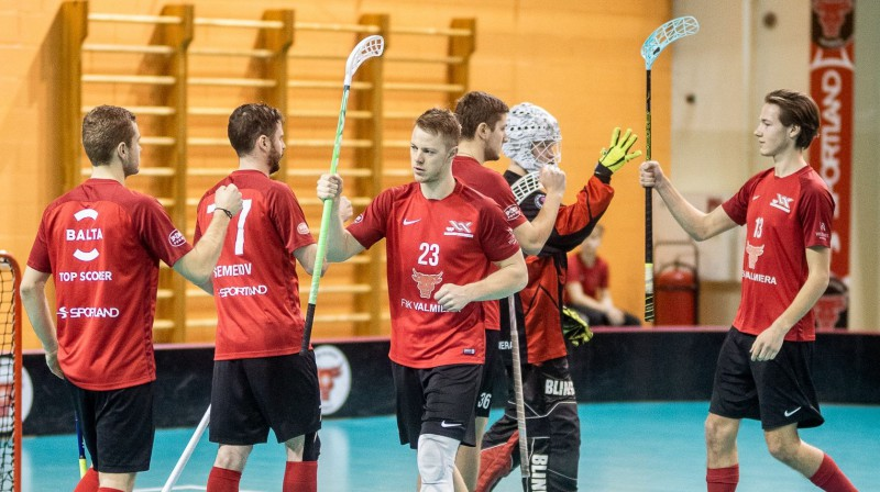 """""""FBK Valmiera"""" turpina cīņu par izslēgšanas turnīru Foto: Floorball.lv"""