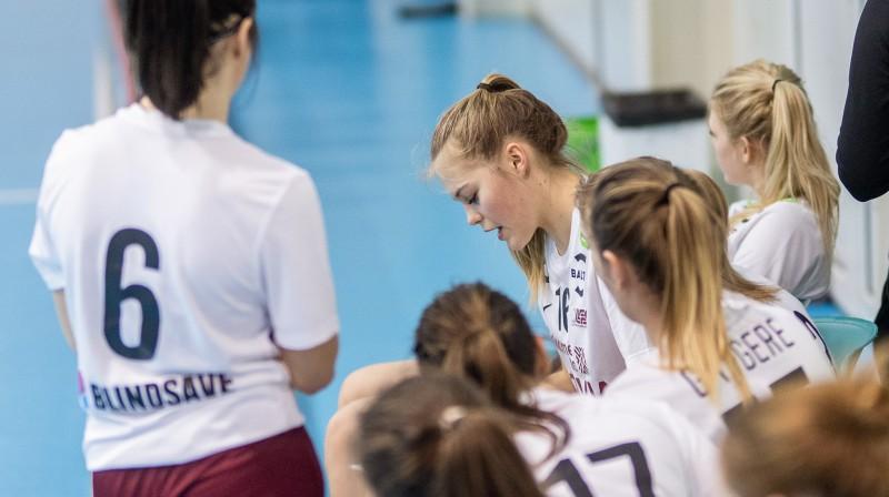 Latvijas U19 sieviešu komanda. Foto: Raivo Sarelainens, floorball.lv