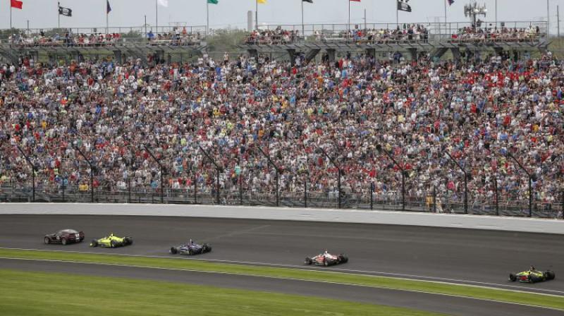 """""""Indy 500"""" sacensības iepriekšējā gadā. Foto: EPA/Scanpix"""