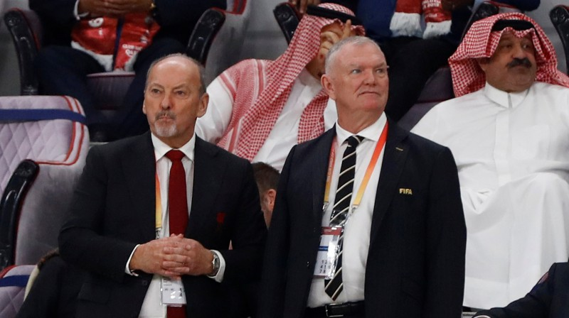 """""""Liverpool"""" izpilddirektors Pīters Mūrs un Anglijas Futbola asociācijas vadītājs Gregs Klārks. Foto: Reuters/Scanpix"""