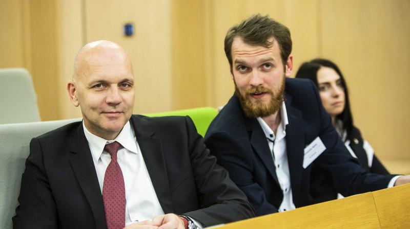 Jānis Apse (no kreisās) ar dēlu Raimondu. Foto: LFF