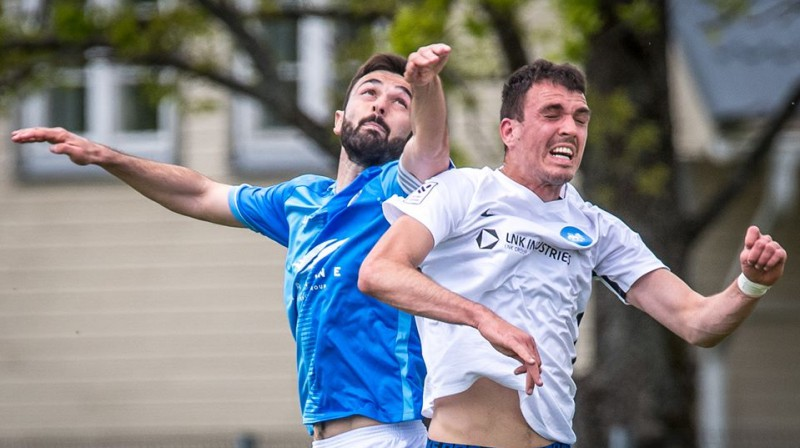 Serbu divcīņa – Stefans Paničs pret Darko Lemajiču. Foto: Zigismunds Zālmanis, Riga FC