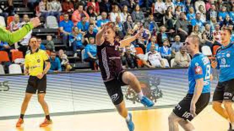 Viens no jaunākajiem Latvijas izlases handbolistiem Uvis Starzdiņš karjeru turpinās Zviedrijā.