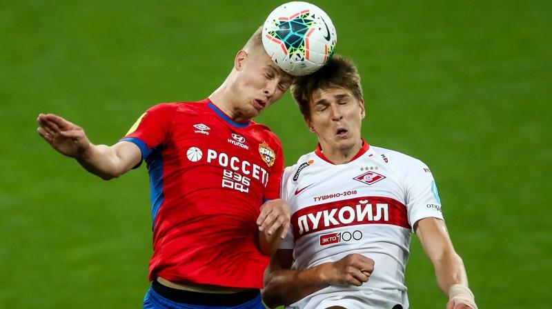 """Cīņa par bumbu CSKA un """"Spartak"""" spēlē. Foto: Stanislav Krasilnikov/TASS/Scanpix"""
