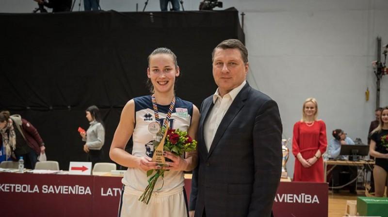 Rūta Stiprā un LBS prezidents Raimonds Vējonis 2020. gada 1. martā. Foto: WBBL.eu