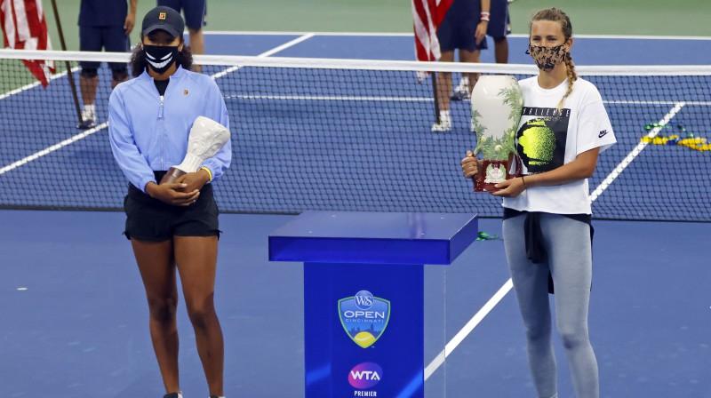 """Naomi Osakai nespēlējot finālā, Viktorija Azarenka Ņujorkā ieguva """"Premier"""" titulu. Kā būs """"Grand Slam"""" turnīrā? Foto: EPA/Scanpix"""