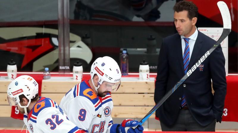 Romāns Rotenbergs un Sanktpēterburgas SKA hokejisti. Foto: Stanislav Krasilnikov/TASS/Scanpix