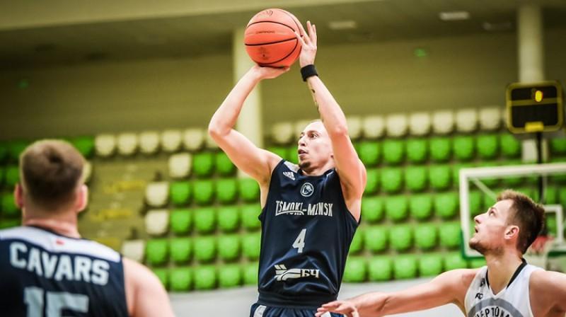 """Toms Leimanis un Klāvs Čavars: vēsturisks sasniegums ar """"Tsmoki Minsk"""". Foto: FIBA"""
