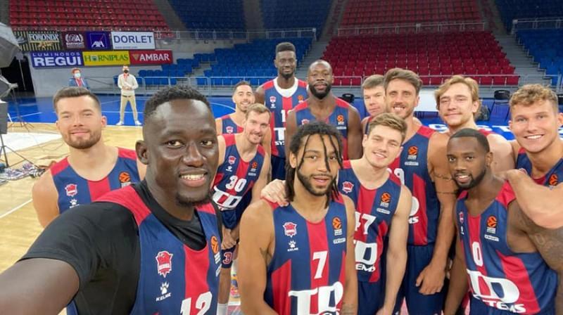 "Artūrs Kurucs un ""Baskonia"" basketbolisti 2020. gada septembrī. Foto: Baskonia"