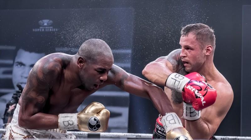 Mairis Briedis cīņā pret Junielu Dortikosu. Foto: WBSS