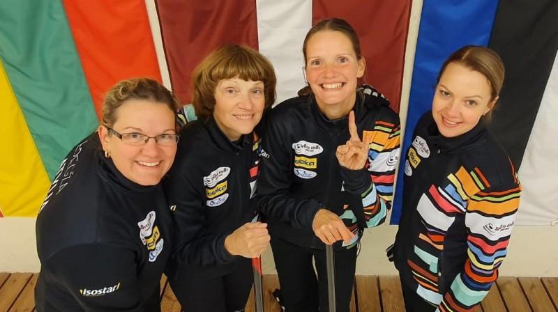 NICOLL/Regža No kreisās: Evita Regža, Dace Regža, Anete Zābere, Sabīne Jeske