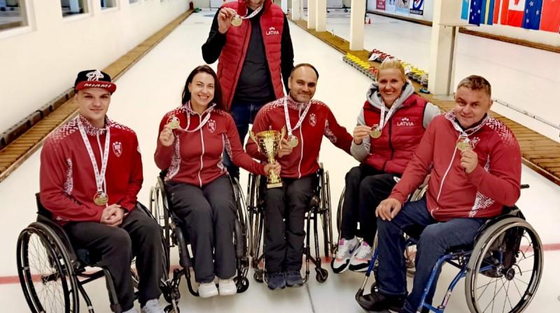 No kreisās: Sergejs Djačenko, Poļina Rožkova, Arnis Veidemanis, Agris Lasmans, Diāna Dadzīte, Ojārs Briedis