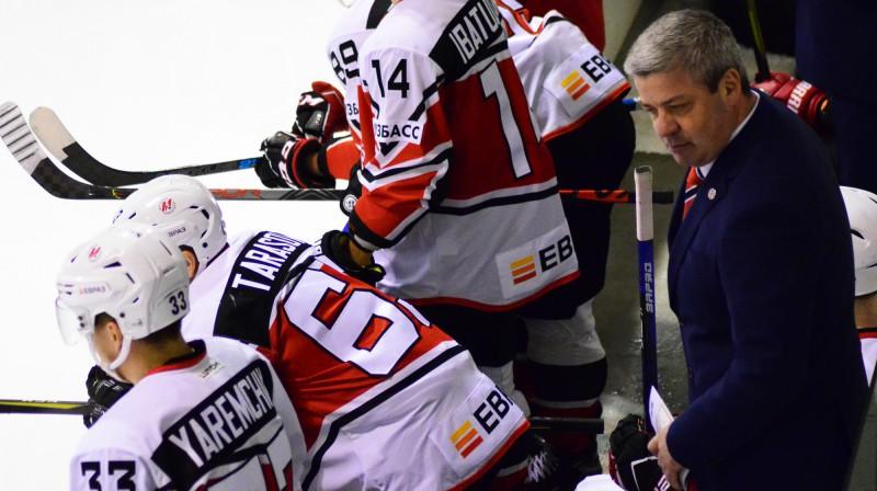 """Leonīds Tambijevs un Novokuzņeckas """"Metallurg"""" hokejisti. Foto: metallurg-nk.ru"""