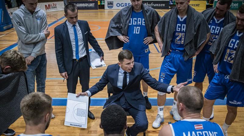 "Nikolajs Mazurs ar komandu. Foto: BK ""Ogre"""