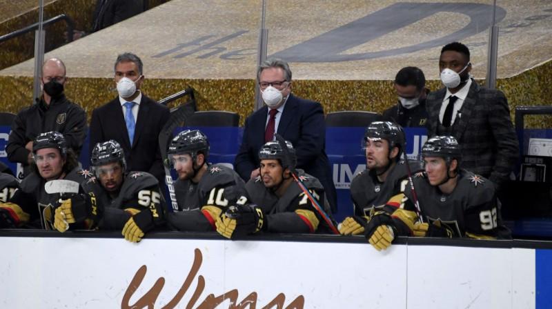 Kellijs Makrimons (vidū) vada spēli. Foto: AFP/Scanpix