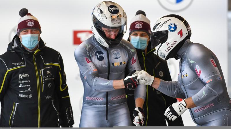 Oskars Melbārdis un Edgars Nemme startā. Foto: Viesturs Lācis/bobslejs.lv
