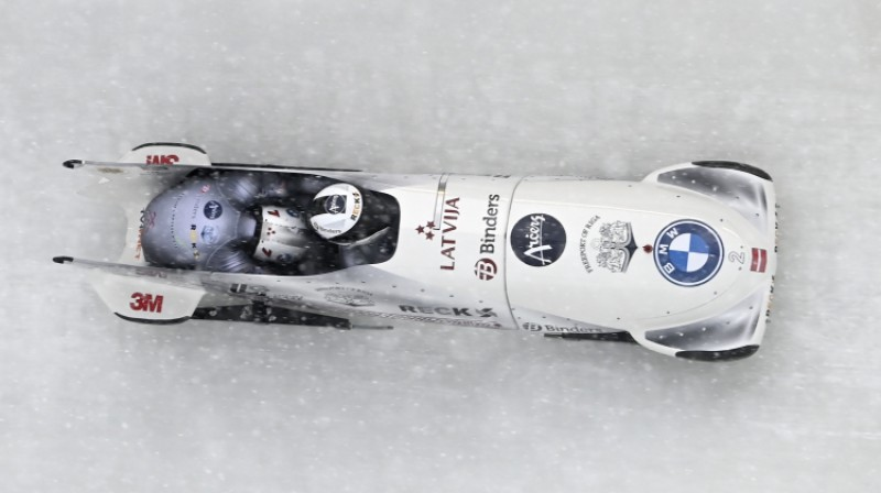 Oskara Ķibermaņa vadītais bobs trasē. Foto: EPA/Scanpix