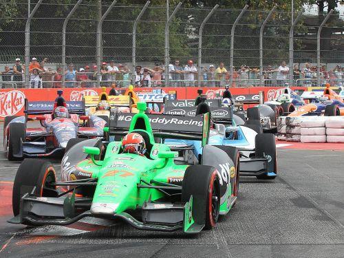 Hinčklifs pēdējā līkumā apdzen Sato un uzvar IndyCar posmā Sanpaulu