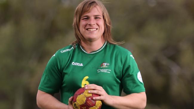 Dzimumu mainījušam bijušajam handbolistam atļauts spēlēt austrāliešu futbola sieviešu līgā