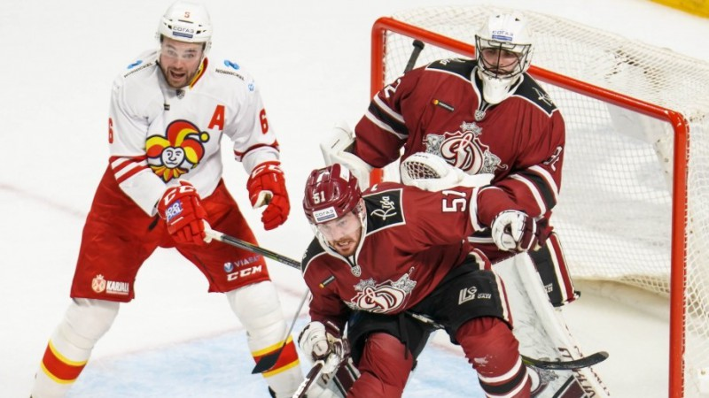 Vai hokeja bedre bez dibena?