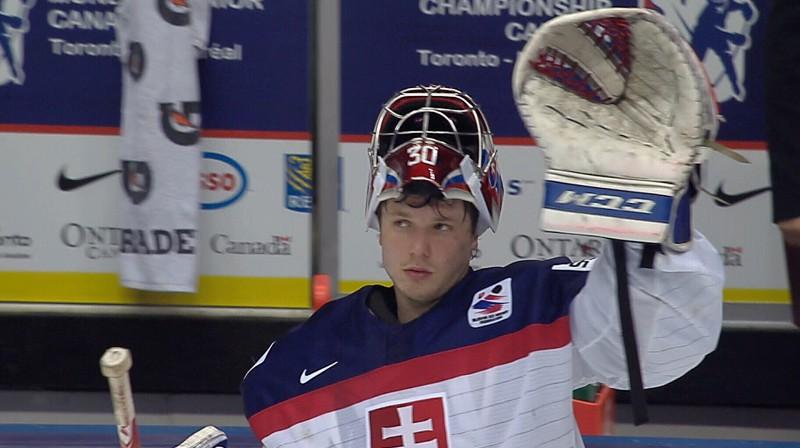 """U20 hokeja pasaules čempionāta labākais vārtsargs un vērtīgākais spēlētājs Deniss Godla spēlē """"Orange 20"""" komandā Slovākijas Ekstralīgā."""