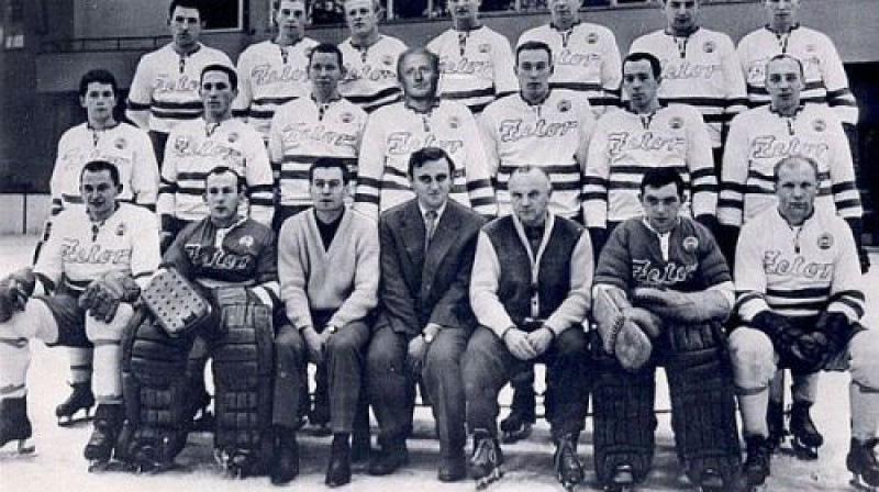 """Brno hokeja komanda """"Kometa"""" 1965./1966. gada sezonā - kad pēdējo reizi tika iegūts čempionu tituls."""