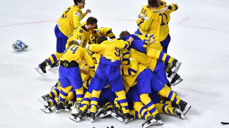 Zviedrijas izlase triumfē pasaules čempionātā Foto: AFP/Scanpix